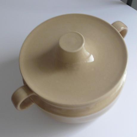 Beige ceramic pot