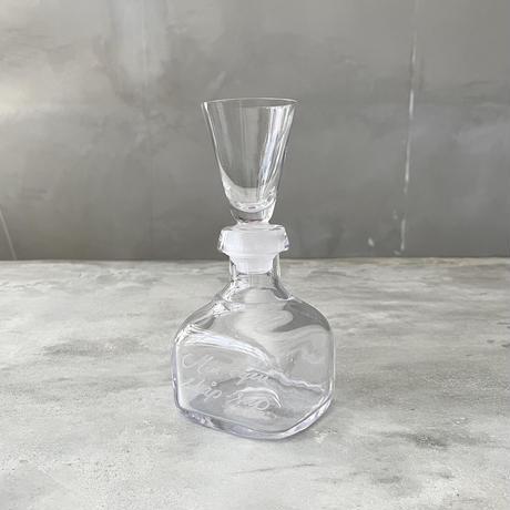 カップ付きのクリア瓶