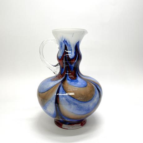 流れる大きな花瓶