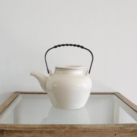 white ceramic tea pod