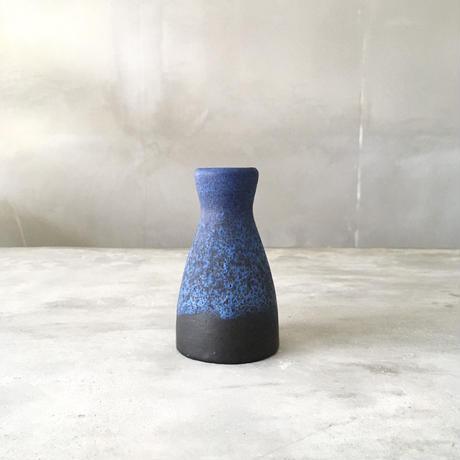 青と黒の小花器
