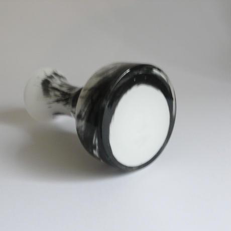 溶け合う黒の花瓶