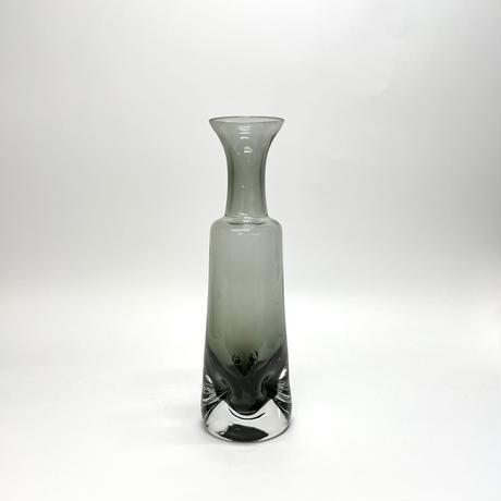 凹んだ花瓶
