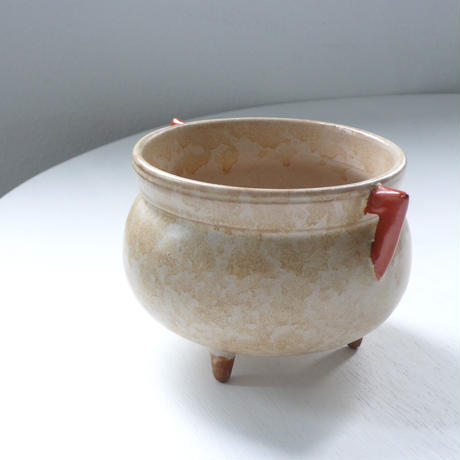 Ceramic bowl with ears