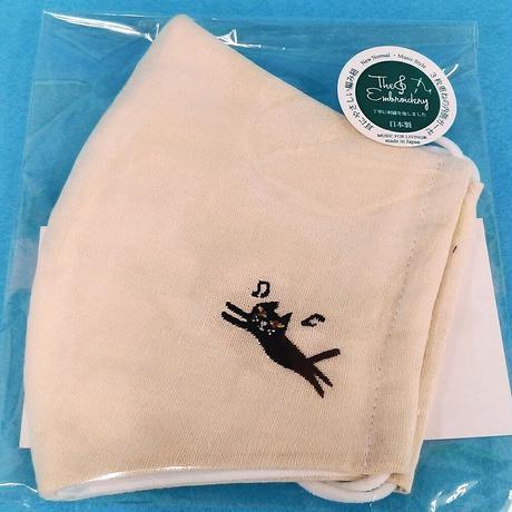 シンギングマスク 刺繍/ミルクカラー(日本製洗えるマスク)