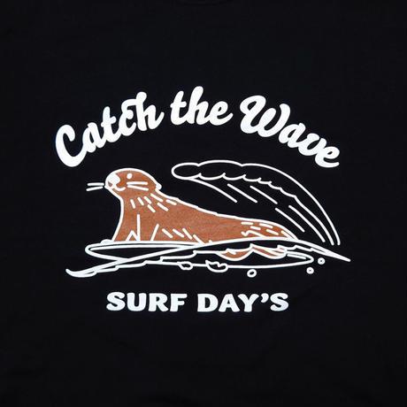 ロングTシャツ(ラッコ Catch the Wave)- ブラック