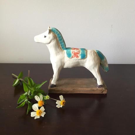 八重山陶磁 白い馬(台付き/陶器)/宮良ゆうな(アンパル陶房)