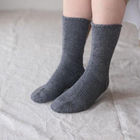 Meg KNITTING ウール手編み靴下 無地 【Men's 25.5cm〜27.5cm】