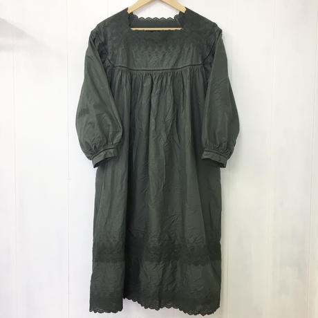 Square Neck Gathered Dress / 03-9205002