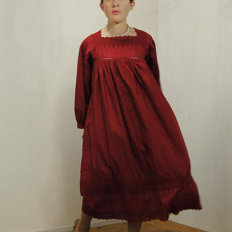 Square Neck Gathered Dress / Red