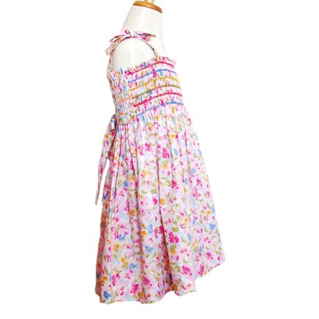 肩ひもリボンと花柄のスモッキング刺繍ワンピース(110cm)