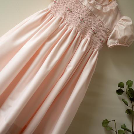 淡い桃色にプチローズとレース襟のドレス - スモッキング刺繍(90cm)