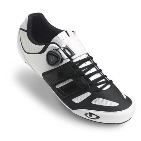 GIRO  18 SENTRIE TECHLACE WHITE 上級レベルのパフォーマンスを、靴シューレースの快適さやストラップの利便性と併せて持つニューモデル。