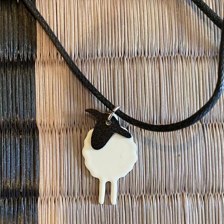 羊のネックレス