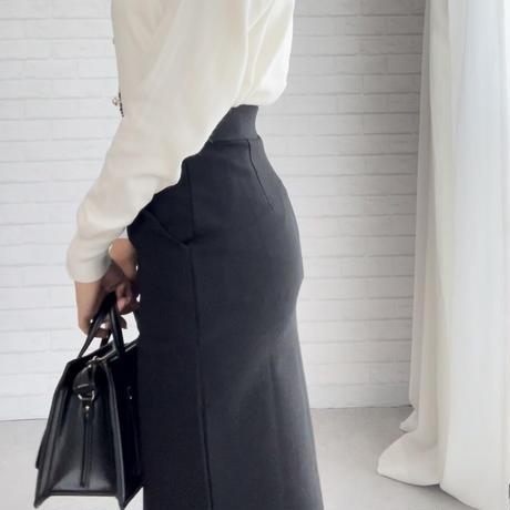 サイドスリット入りタイトスカート
