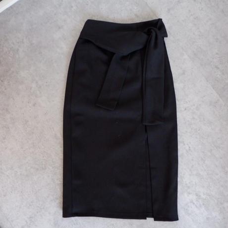 スリット入りタイトスカート