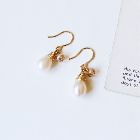 フランスビーズと淡水真珠の雫ピアス (No.0012)