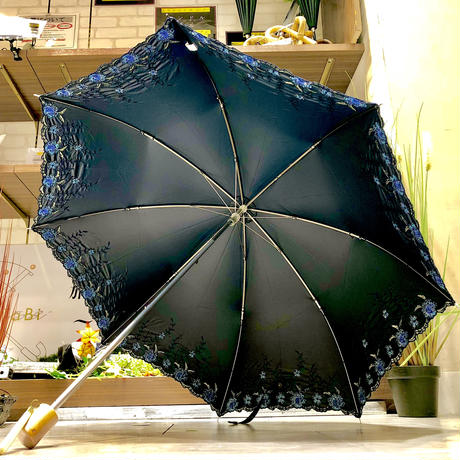 【折 2段 清涼効果】傘専門店 通販 東京 折りたたみ傘 遮光遮熱 UV 日傘 雨傘 晴雨兼用  旅傘【刺繍 Flower Navy】