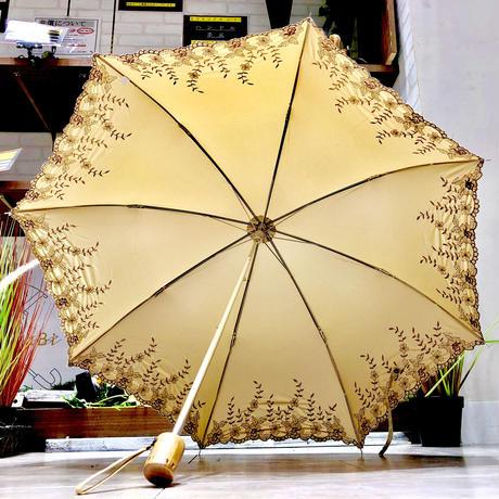 【折 2段 清涼効果】傘専門店 通販 東京 折りたたみ傘 遮光遮熱 UV 日傘 雨傘 晴雨兼用  旅傘【刺繍 Flower OF White】