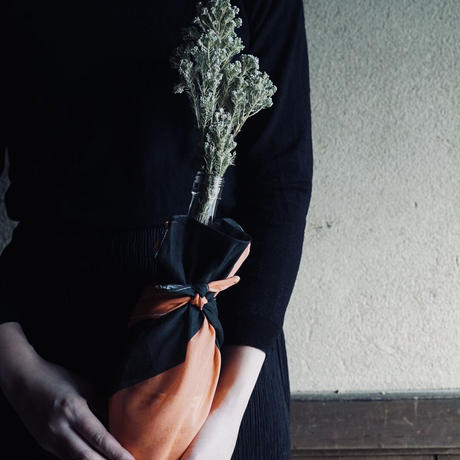 Unfocused Flowerハンカチ(ヒオウギ)