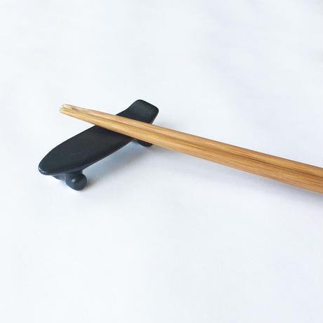 skate board chopstick rest (mat black)