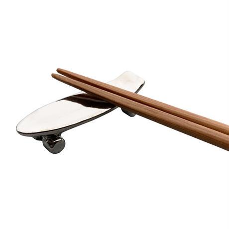 Pika Pika Skateboard chopstick rest (platinum)