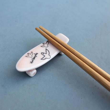 Mark Gonzales / skate board chopstick rest (pink)