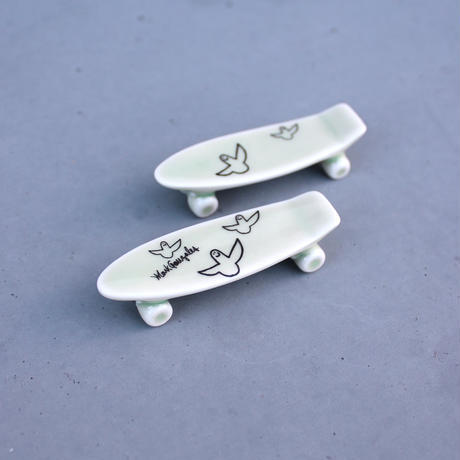 Mark Gonzales / skate board chopstick rest (green)