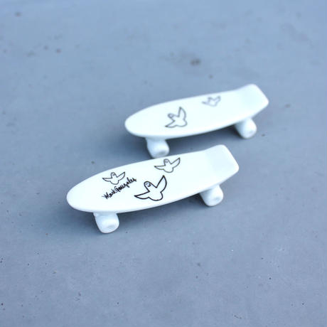 Mark Gonzales / skate board chopstick rest (white)