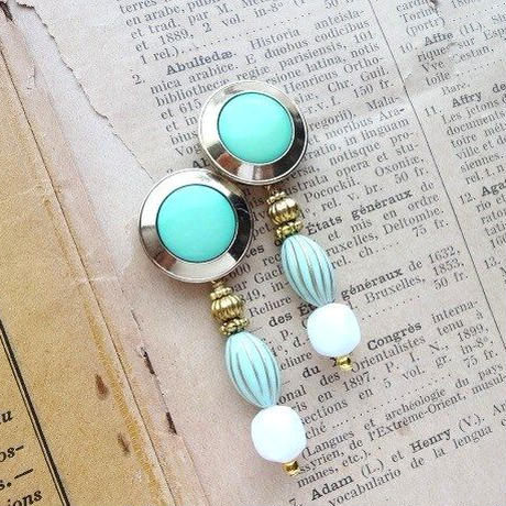 Vintageボタンミントグリーンピアス/イヤリング