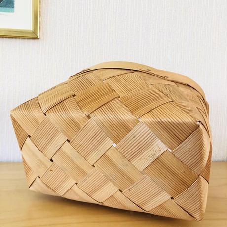 北欧伝統手工芸品/Spånkorg/スポンコリ/ヴィンテージ/手提げカゴ/中大