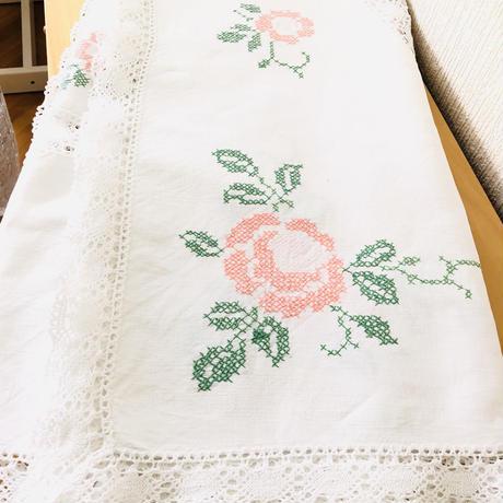 ヴィンテージレースと刺繍のテーブルクロス/アプリコットカラーの薔薇/特大