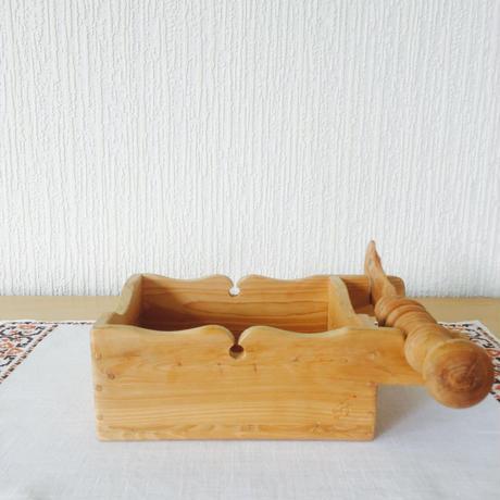 伝統手工芸品/木製バターケースとバターナイフ