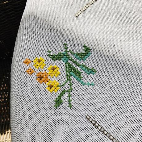 刺繍のテーブルクロス/リネン地