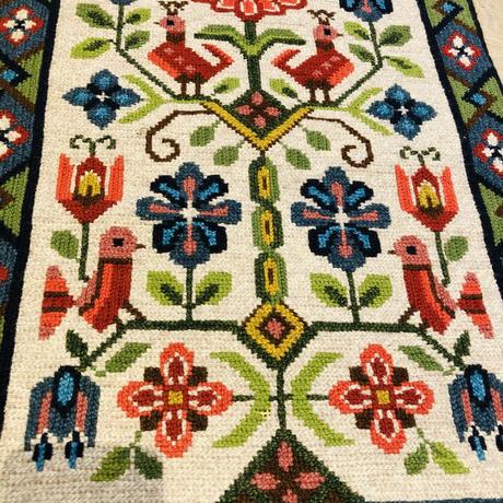 北欧伝統手工芸品/トヴィスト刺繍/タペストリー/鳥さんとお花