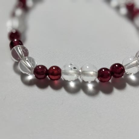 宝石質のルビーとガネッシュ産ヒマラヤ水晶(ルビー5珠)