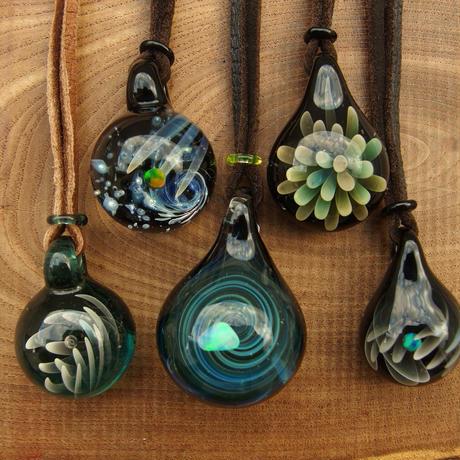 [uvSO-08] uv spiral opal pendant