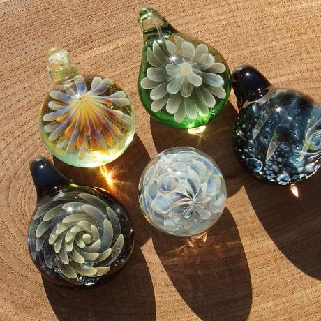 [MCUN2-48] mini clear unber flower pendant