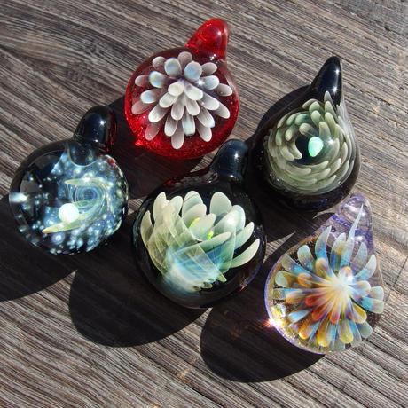 [MCUN2-52] mini clear unber flower pendant