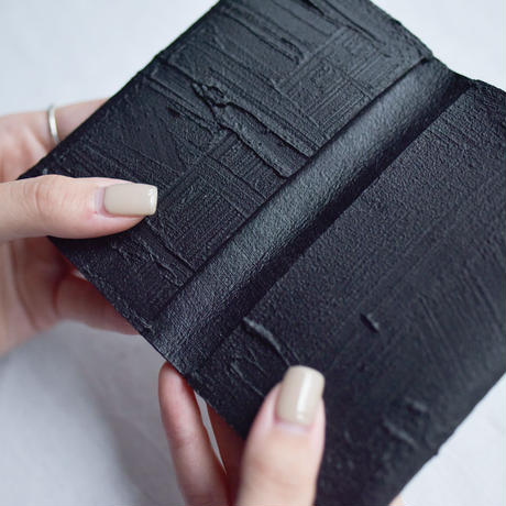 [KAGARI YUSUKE]  マチ付き名刺入れ / Leather / black