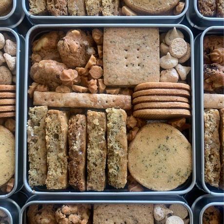 おかしのとこち 紅茶とスパイスのクッキー缶
