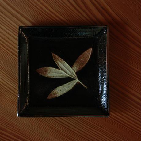 中里太郎右衛門窯 木の葉銘々皿(びおうやなぎ)