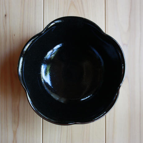 中里太郎右衛門窯 黒唐津鉢 (F-18)