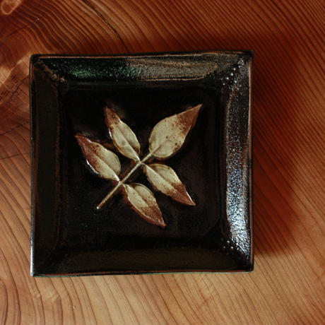 中里太郎右衛門窯 木の葉銘々皿(なんてんそけい)