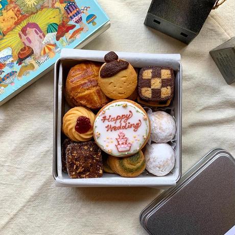 8/3-4日発送分【名入れ&ラッピング代込クッキー缶】HAPPY WEDDING
