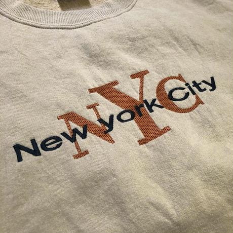 NEW YORK CITY / Souvenir Crewneck Sweatshirt