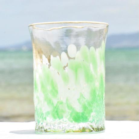人気観光地の万座毛の岩肌をモチーフにした「万座グラス」