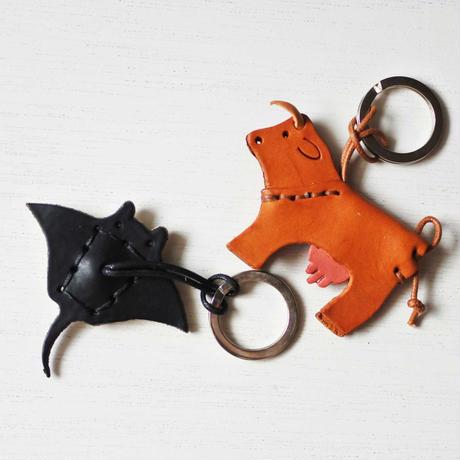 itsumo : LA CUOIERIA 革のキーホルダー  牛 / エイ