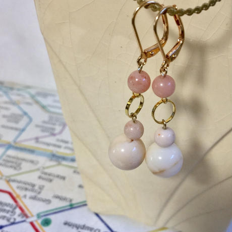 Ring and ball earrings (light pink)