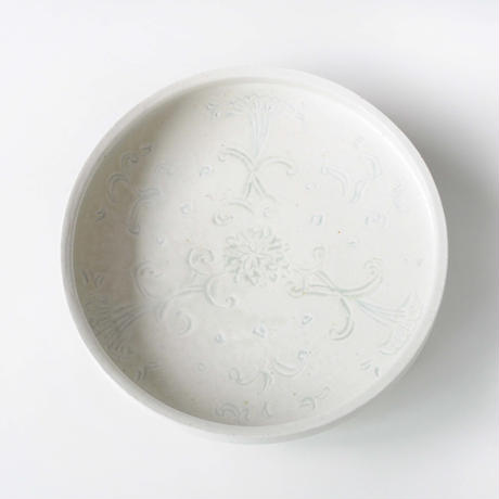 72 白磁彫文預鉢